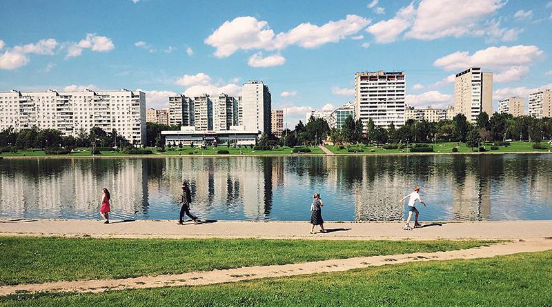 1024px-Moscow,_Goliyanovskiy_Pond_(21061255759).jpg