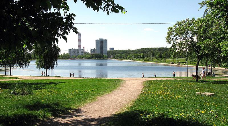 1024px-Goliyanovo,_Moscow_-_pond_07.jpg