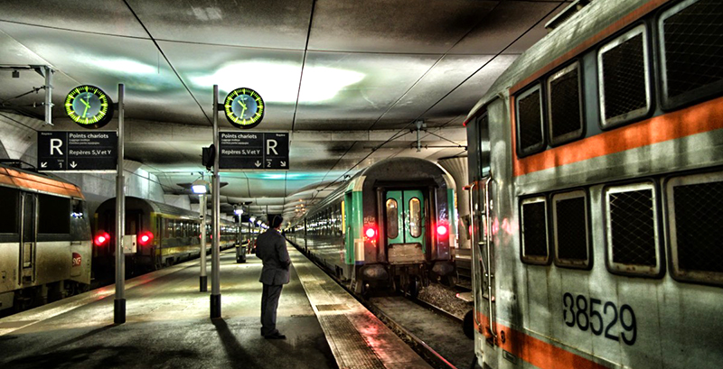 paris_station_depot_man_train_trains_platform_buildings-1129038.jpg
