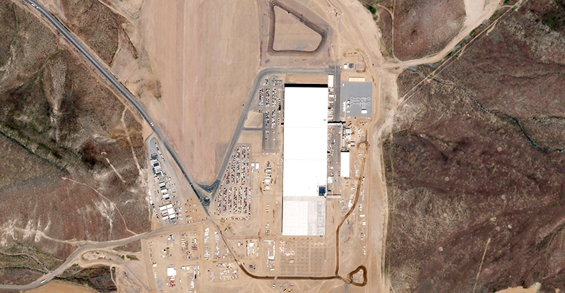 Tesla's_Gigafactory_on_2016-05-11_by_Planet_Labs.jpg